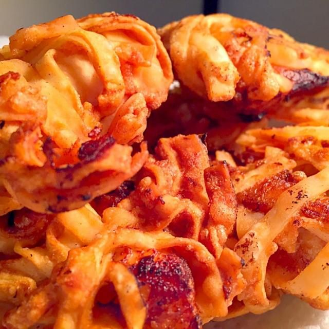 もちろん下味はアキのアレ(笑) 砂糖、生姜、三升漬、はちみつで肉は柔らかく。タレごとボールに移してたまご、タピオカ粉で衣をつけて、仕上げ 衣は餃子の皮を刻んでまぶして揚げます!  カリカリサクサクが楽しい変わり衣のザンギ!美味かったー - 211件のもぐもぐ - カリカリサクサク!!鶏胸肉のクリスプザンギ✨✨ by aki