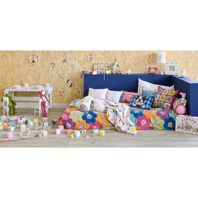 Montessori bed fun around play pinterest for Cuarto montessori