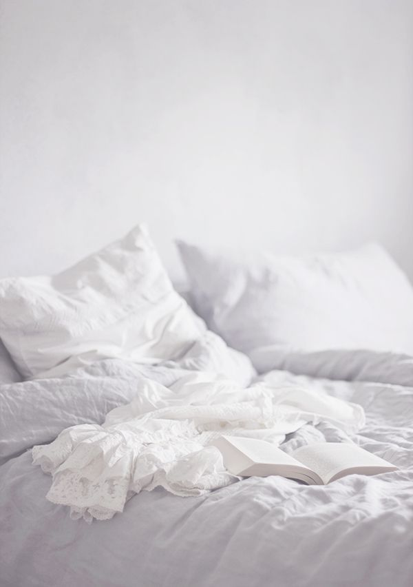Aww I wish I was laying here right now. So white, so clean and so comfy!