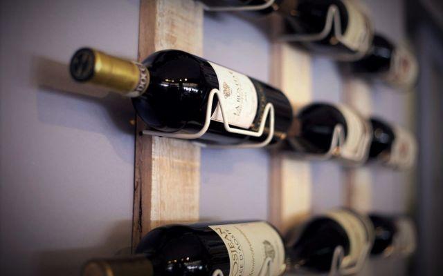Degustazione Vini:Scopri tutte le 3 fasi per degustare al meglio il tuo vino preferito Scopri tutte le fasi per degustare al meglio un buon vino. Partiamo dall'analisi visiva determinata attraverso la limpidezza, il colore e la consistenza.L'analisi olfattiva secondo me, è la più compl #degustazione #vini