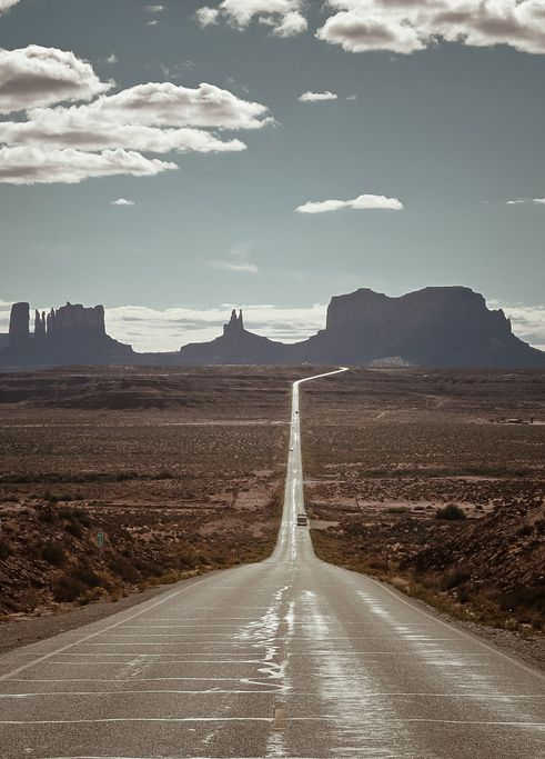 Road into Monument Valley, Arizona