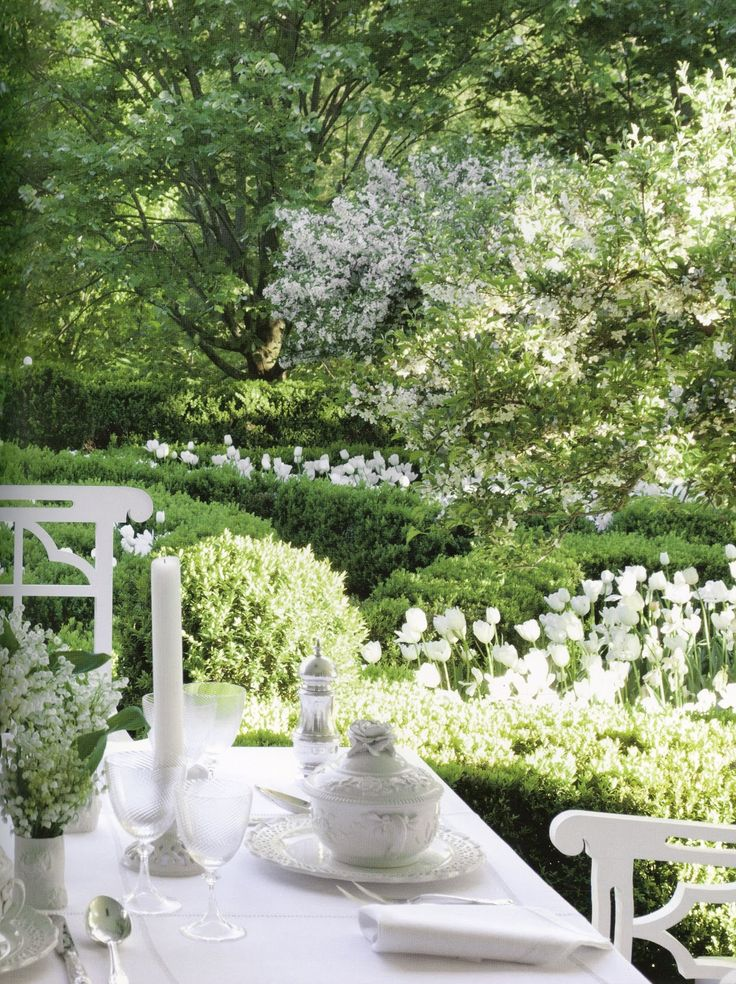 This is so me - green and white garden, al fresco dining, candlesticks and white china - everything I love