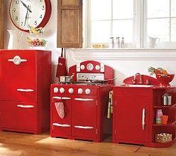 Voor iedereen die het niet ziet zitten zelf een keuken te maken. Deze retro keuken is kant en klaar te koop.   Pottery Barn Kids