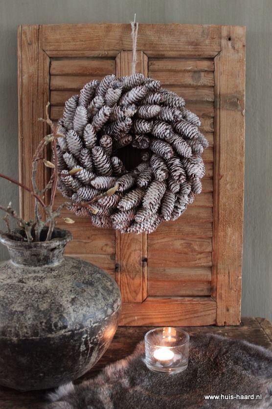 Such a cute wreath: the cones are perfectly placed. Patience, my dear.