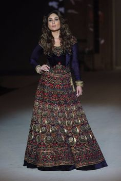 Kareena Kapoor Colorful Lehenga,Velvet Lehenga choli,Kareena kapoor style blue lehenga choli,party wear lehenga choli,wedding lehenga choli