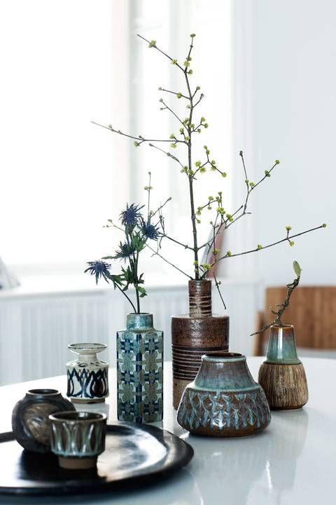 KERAMIKK: Disse gamle vasene er fra Royal Copenhagen og Søholm, og kostet 10¿100 kroner pr. stk. © FOTO: Tia Borgsmidt