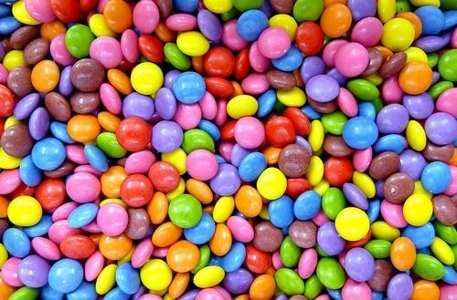 Lebensmittel, die wir tagtäglich kaufen, erstrahlen in allen möglichen Farben - Von Natürlichkeit keine Spur... Ein Klick und ihr erfahrt mehr darüber!