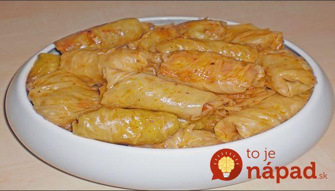 Holúbky naplnené zmesou húb a ryže s absolútne dokonalou chuťou.  Potrebujeme:  400 g nasekanej cibule    250 g ryže    2 veľké mrkvy nastrúhanej    450 g húb nasekaných a zľahka podusených s trochou soli    2-3 lyžice paradajkového rpetlaku    250 ml vývaru    100 ml oleja    Soľ, korenie,