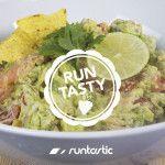 Découvrez une recette originale de guacamole au saumon fumé. Facile à préparer, saine et délicieuse, voilà de quoi épater vos amis à l'apéro !