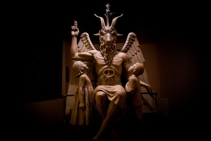 Σατανιστές στην Οκλαχόμα ζητούν ανέγερση μνημείου του Σατανά !!!! Πρίν από δυο εβδομάδες βρέθηκα να στέκομαι μπροστά από την μπρούτζινη προτομή του παγανιστικού ειδώλου Μπαφομέτ, στην ενδοχώρα της ορεινής Φλόριντας.   Πηγή: http://metafysiki-pylh.blogspot.com/search?updated-max=2015-01-27T14:45:00-08:00&max-results=8#ixzz3SrzgHdPE