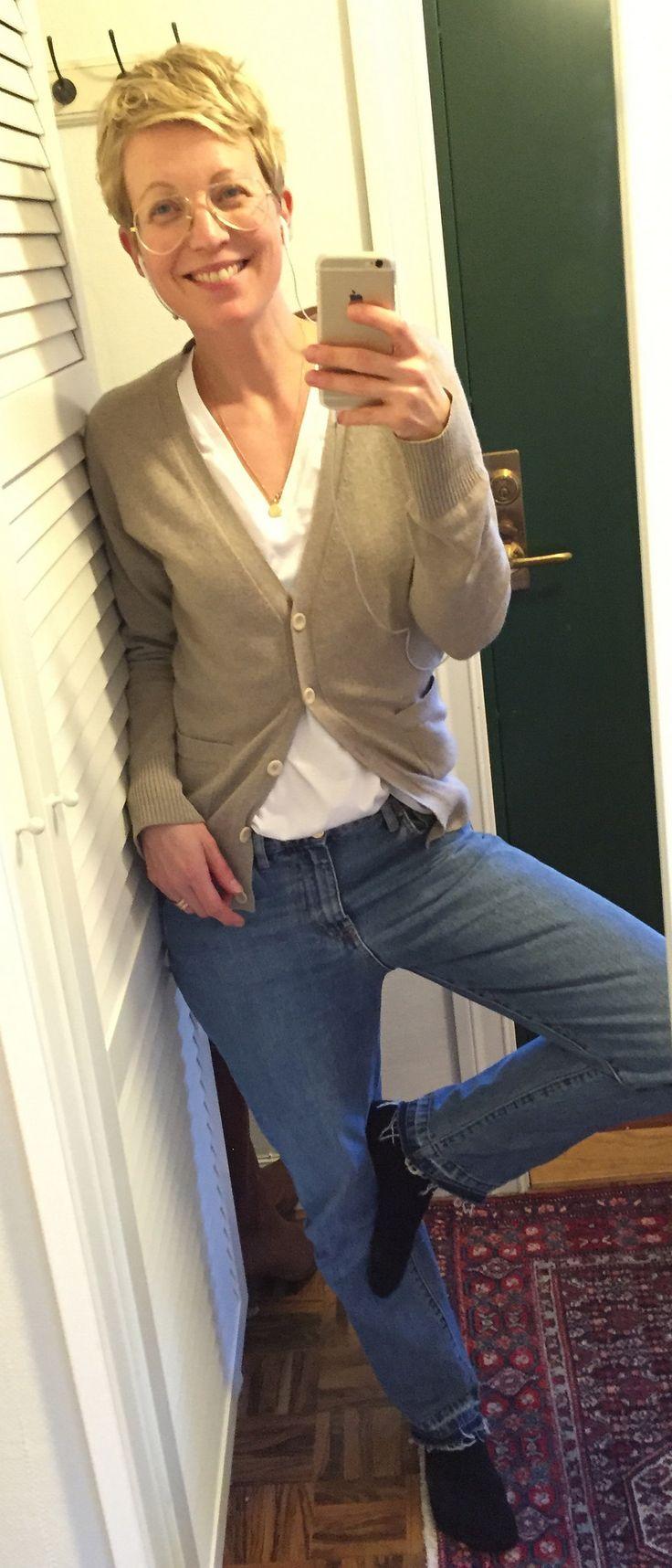 https://flic.kr/p/DAR34A | 2016-02-27 | Vit v-ringad t-shirt COS, jeans Rodebjer, beige kashmirkofta Filippa K