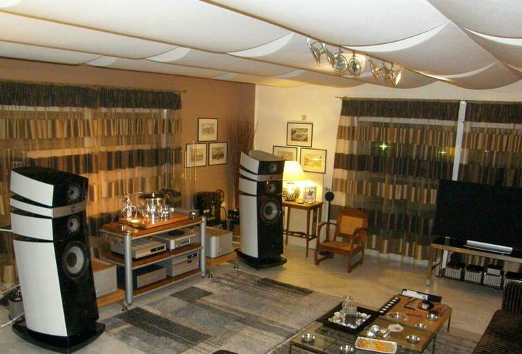 Transrouter Tourbillion turntable , Esoteric cd  digital front end ,  Luxmam B-1000F amps & Focal Stella Speakers