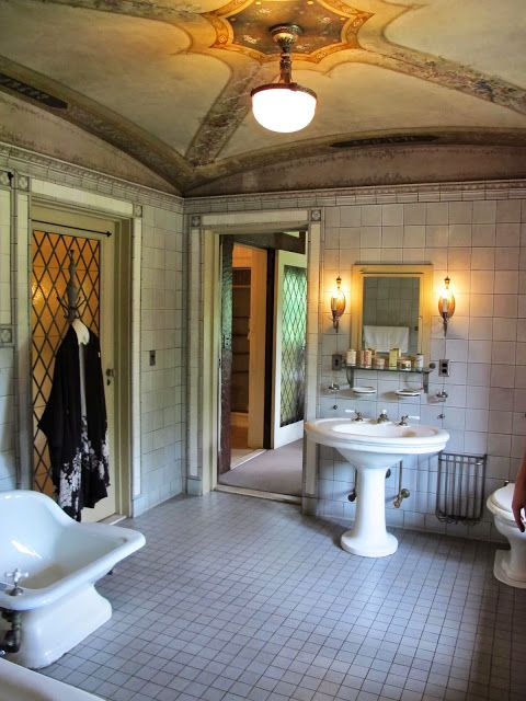 Love painted ceiling. 93 best images about period bathrooms on Pinterest   Art deco