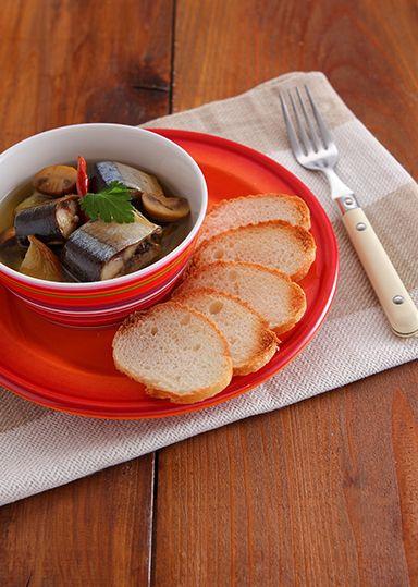 秋刀魚の身がほっくり軟らかいオイル煮。