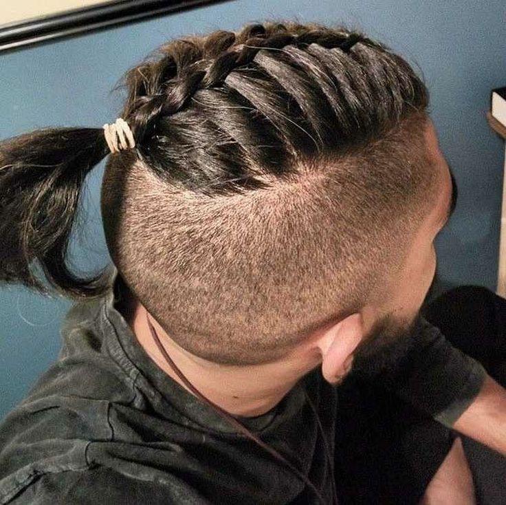 Frisur Fur Herren Mit Kurzem Undercut Unf Mannerzopf Geflochtene Frisuren Trendfrisuren Haarschnitt