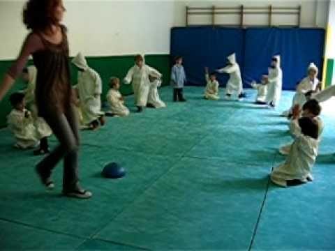 spectacle danse aux sons de la derbuka en maternelle - YouTube