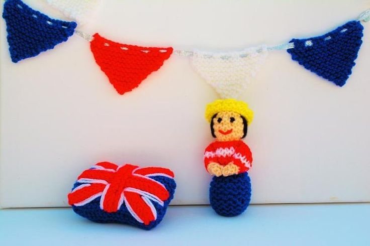 Miniature Queen, Pin Cushion & Bunting Knitting | Craftsy