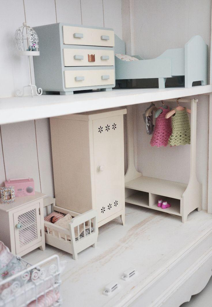 729 best images about dollshouse ideas on pinterest more for Dollhouse bedroom ideas