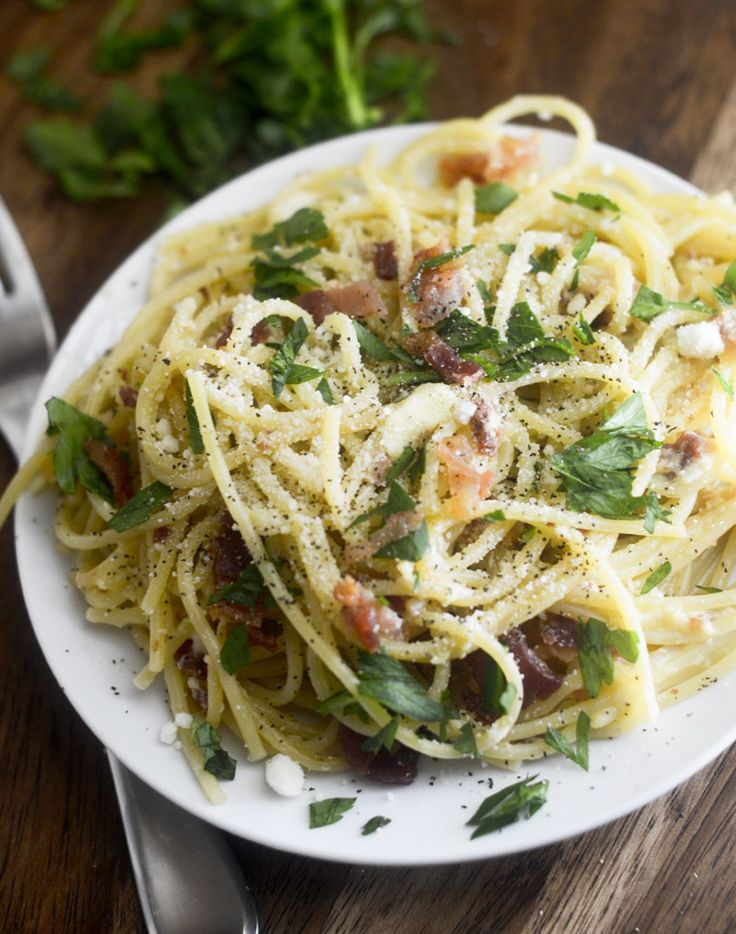 WEIGHT WATCHER'S SPAGHETTI CARBONARA >>>> I was always scared of making spaghetti carbonara at first because of the eggs. Was always worried that they would scramble. If you take the noodles off the heat but while the noodles are still hot, toss the eggs in there and then add the cheese and pasta water. There's nothing better than some noodles with eggs, bacon, and cheese on top. The nutrition info is based off of whole wheat noodles. I used regular spaghetti noodles in the picture.