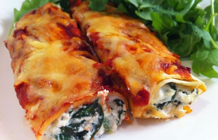 La ricetta per preparare i cannelloni di verdure vegan è semplicissima e ci permette di realizzare un primo piatto gustoso senza formaggio.
