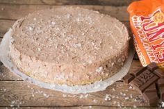 """Miljuschka Witzenhausen wasactrice en VJ, maar nu vooral bekend door haar overheerlijke blog:foodmyfavoritedish.com.Vandaag bakt zeeensalted caramel chocolate no bake cheesecake, gemaakt met de beroemde oranje Tony's Chocolonely reep met karamel en zeezout. Een hele mond vol, zowel letterlijk als figuurlijk… Miljuschka: """"Iedereen die me een beetje kent, weet dat ik een slachtoffer ben van het …"""