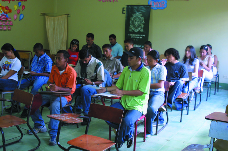 Estudiantes. La razón de ser de la docencia a nivel regional, participando en su formación y contribuyenlo a despertar el anhelo por el conocimiento y la ciencia.