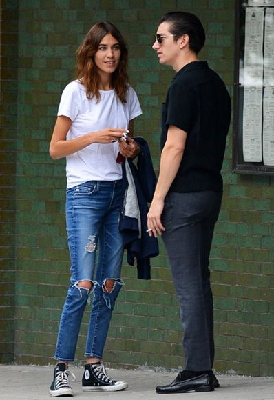 In New York last week, one-time indie dream couple Alexa Chung and Alex Turner performed a life lesson in being both civilised and stylish. There's plenty to note here: Alexa's perfectly ripped jeans, oversized boyfriend T-shirt and tousled waves have exactly the kind of 'I just threw this on' vibes you want to give off when you bump into an ex. http://asos.to/1mubo31