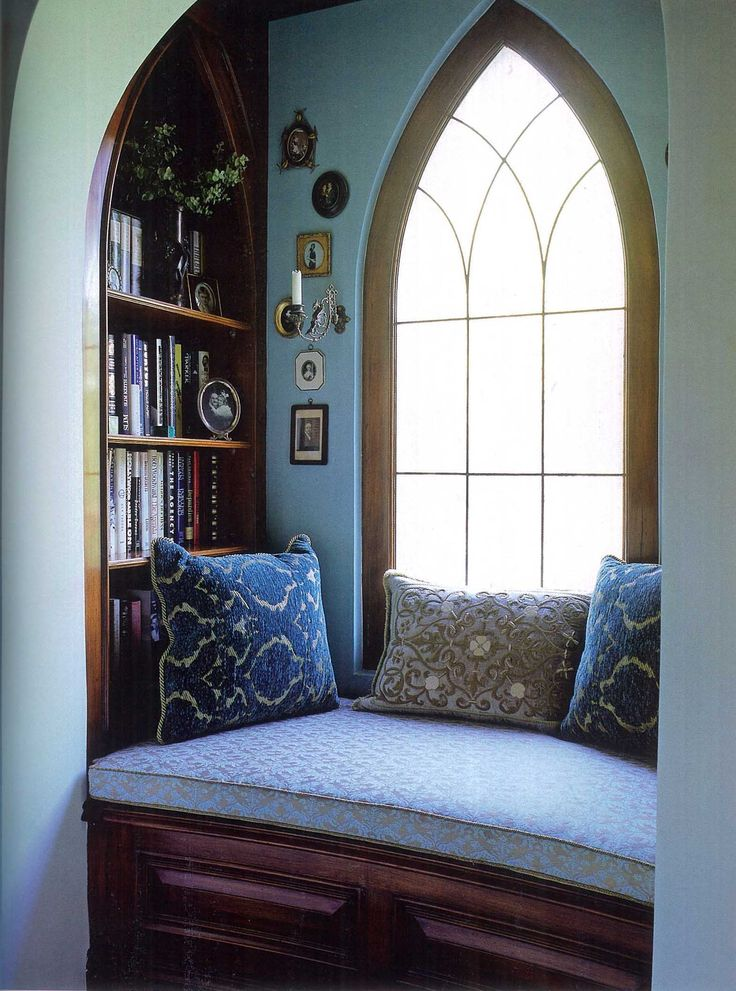 Blue alcove at the top of stairway