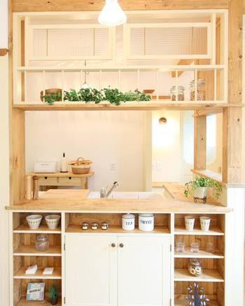 シンプル派?それともナチュラル?毎日過ごす大切な「キッチン」の気に ... 明るい雰囲気なウッド調をベースにしたキッチンで、さらに白色の収納
