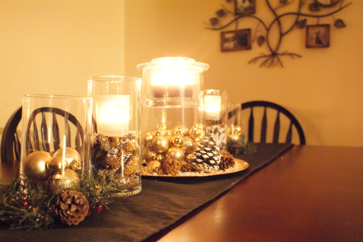 Gold and pinecone centerpiece christmas decor for Pinecone centerpieces