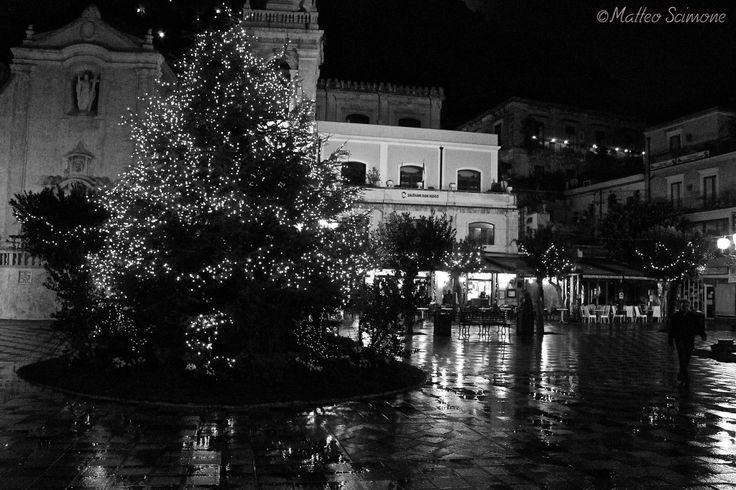 Albero di Natale in Piazza IX Aprile