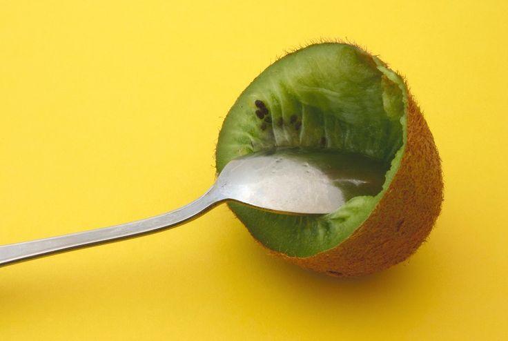 Amennyiben gyorsan fogyni szeretnél, akkor a te gyümölcsöd a kivi! Ezt a savanykás gyümölcsöt gyerekkoromban nem igazán kedveltem, de felnőve már másképp gondolom… Ennek a smaragdszínű gyümölcsnek a hatását lehetetlen nem észrevenni, különösen akkor, ha minden nap és éhgyomorra fogyasztjuk. A kivis diéta segítségével szervezetünk nagyon gyorsan megtisztul, miközben felesleges[...]