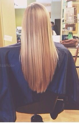 """v-cut"" haircut. Looks great with long hair!  Ca me semble pas si tof une coupe en ``v``! ;)"