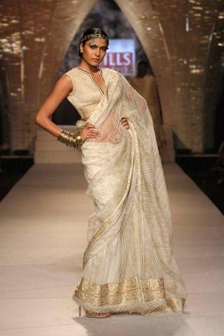Cream #saree #sari #blouse #indian #outfit  #shaadi #bridal #fashion #style #desi #designer #wedding #gorgeous #beautiful