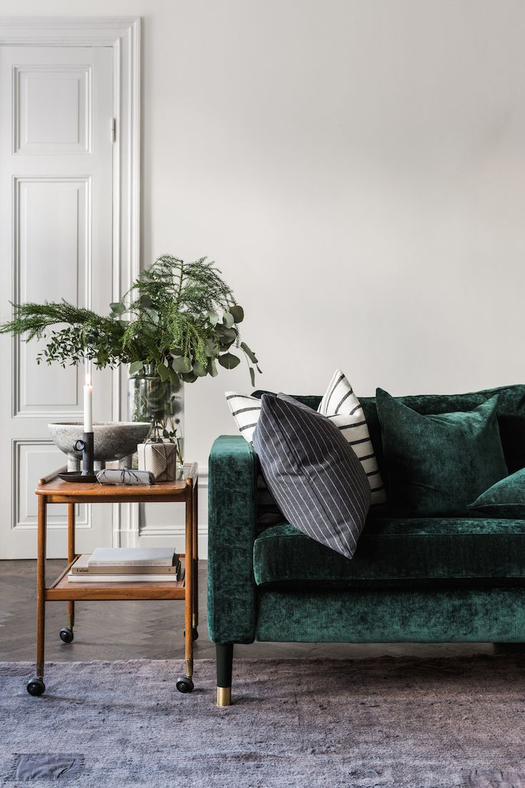 best 25 green couch decor ideas on pinterest velvet. Black Bedroom Furniture Sets. Home Design Ideas