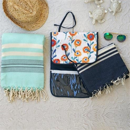 Mint Lacivert Plaj Seti - Ebat: Yolculuk Çantası 26 x 57 cm Peştemal Turkuaz 90x180 cm Peştemal Kot Rengi 100x180 cm Renk: Yolculuk Çantası Lacivert Çiçekli Peştemal Turkuaz Peştemal Kot Rengi