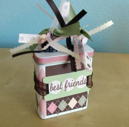 Best Friends Altered Band Aid Tin and Mini Scrapbook por nycole