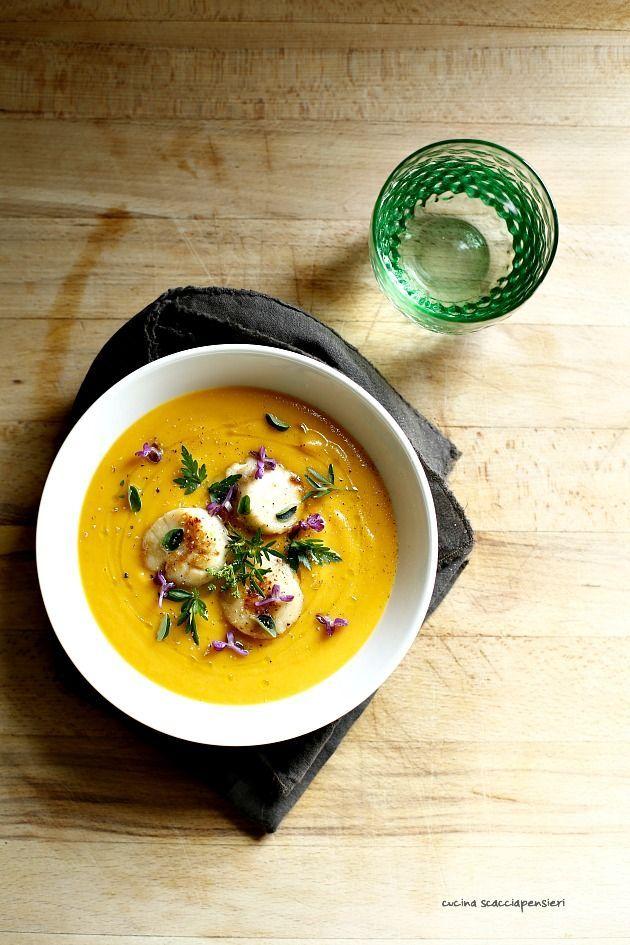 Di zuppe, creme e vellutate, il mio inverno e' stato davvero molto povero, ma il bello di questi piatti e' che, fatti con le verdure giuste sono buonissimi e appetitosi anche serviti tiepidi, se non..