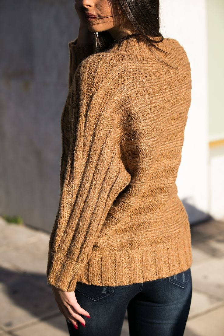 Knitted blouse with round neck. Wraparound collar and long sleeves. Loose line. http://www.modaboom.com/clothes/knitwear-tops/tampa-plekti-mplouza-oversized/