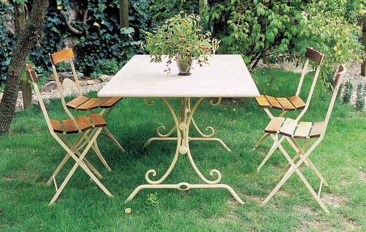 Base Giuggiolo (art.226) cm 120x80x72h  •  Piano in Travertino invecchiato cm 160x90  •  Sedia Carlotta (art.218) con seduta e schienale in legno di frassino
