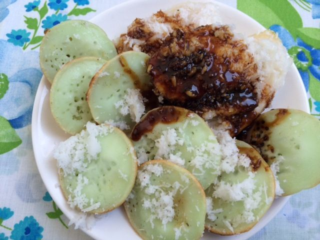 Pisang & The Coconuts: the best jaja laklak and jaja pisang rai ( Balinese banana-coconut desserts) of Amsterdam are made by Enak Sekali. http://www.amsterdambitestodiefor.com/sweet/pisang-the-coconuts/