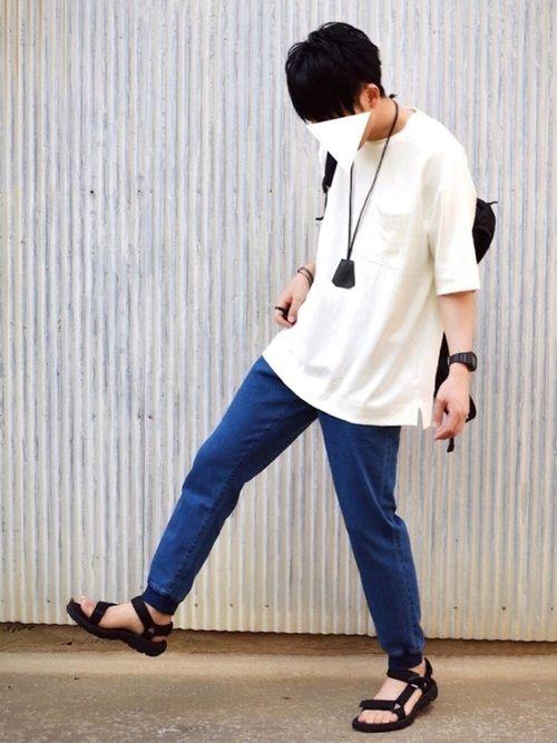 夏は黒のアクセサリーばっか着けたい。 GUのTシャツはXLです。 前のカーキのやつはLサイズ。 白は