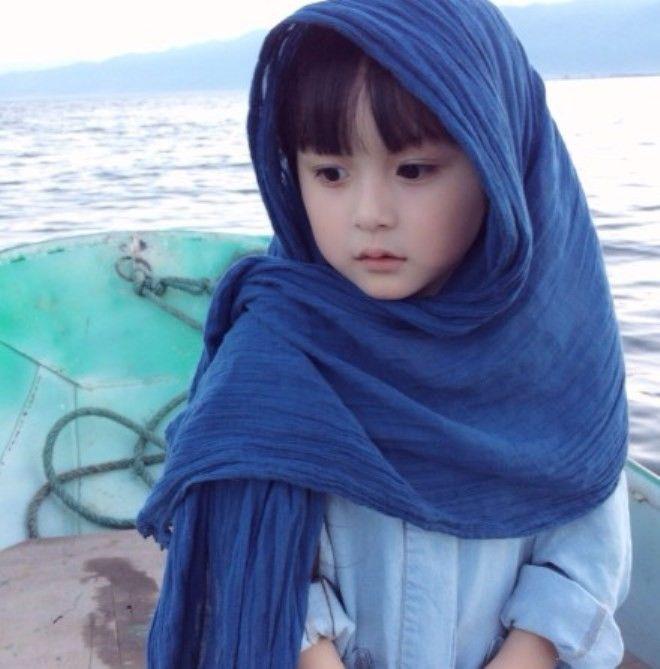 Nhờ vẻ ngoài quá dễ thương, được ví như thiên thần, Tian Tian hiện có rất nhiều fan trên mạng. Cô được mời đóng không ít vai trong phim Trung Quốc cổ trang.