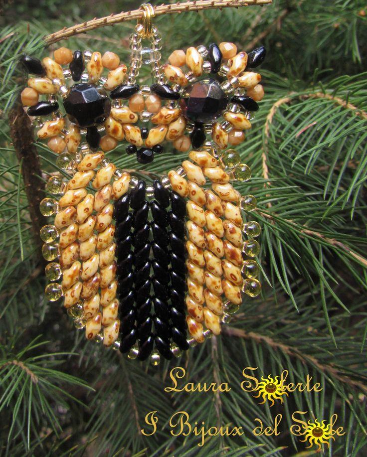 Ciondolo Gufo con superduo , perline di precisione miyuki, cristalli e gocce.Owl Pendant with superduo, precision miyuki beads, crystals and drops. 25 euro.
