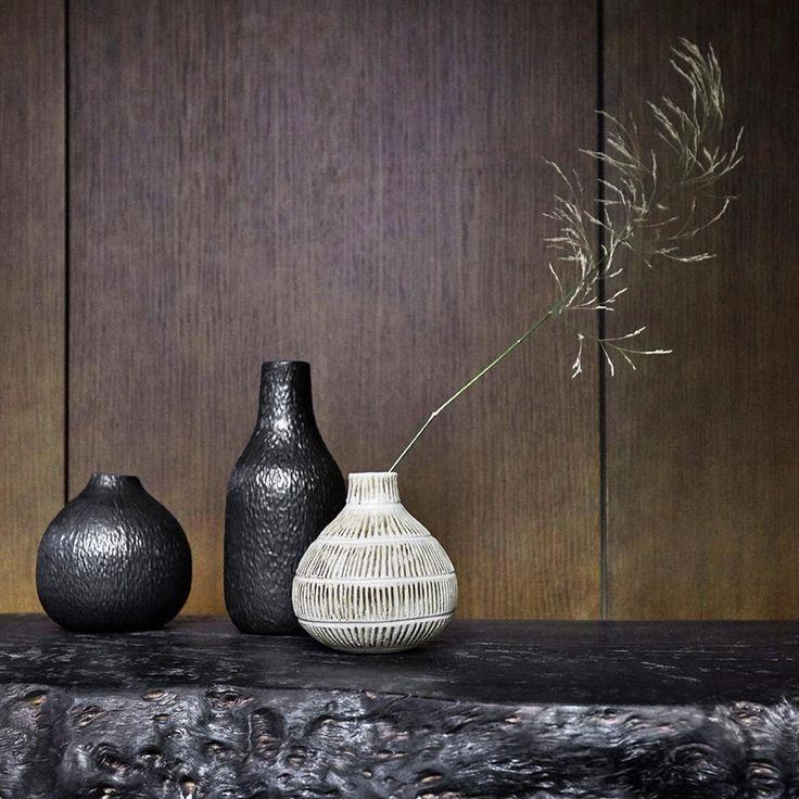 Luontoäiti tekee puolet tanskalaisen Muubsin suunnittelutyöstä. Löydät Muubsin perustajan Bent Povlsenin haastattelun uusimmasta Avotakasta. @muubs #keramiikka #luonnonmateriaalit #trendit2017 #sisustustrendi #sisustus #interiors #interiorideas #interiortrends #rawmaterials #pottery #ceramics #danishdesign