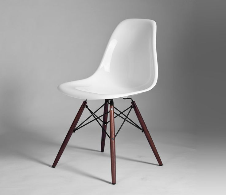 Eames 39 dining chair dsw walnut 217 from designers revolt for Eames chair prix