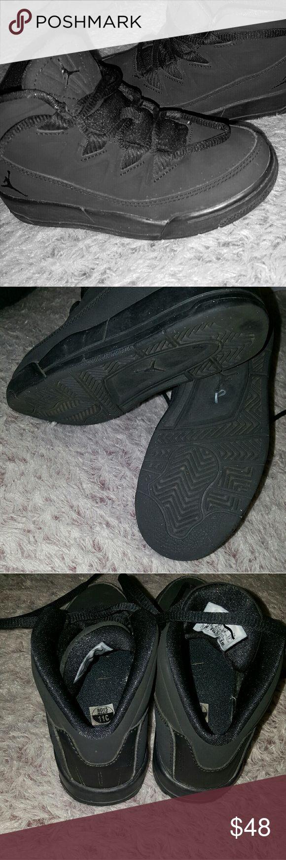 Jordan deluxe little kids Jordan deluxe, all black in great condition. Only wore 2x size:11 toddler. Jordan Shoes Sneakers