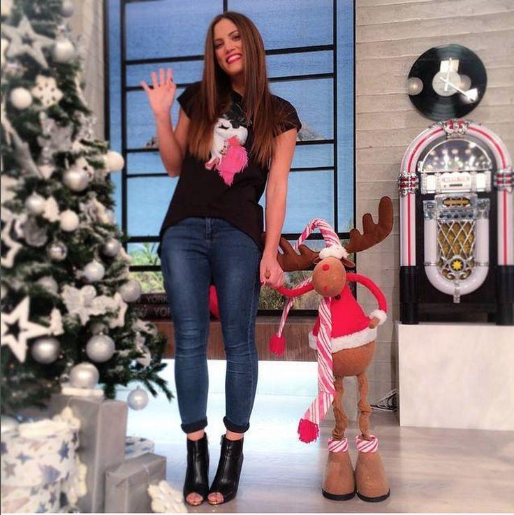 Grazie alla bellissima Mary Sinatsaki Official Page(Μαίρη Συνατσάκη) per la splendida foto con la maglia #burlesque ! //// /// Thanks to the beautiful Mary Sinatsaki for the picture with our burlesque tshirt!  #siamoises #natale #christmastime