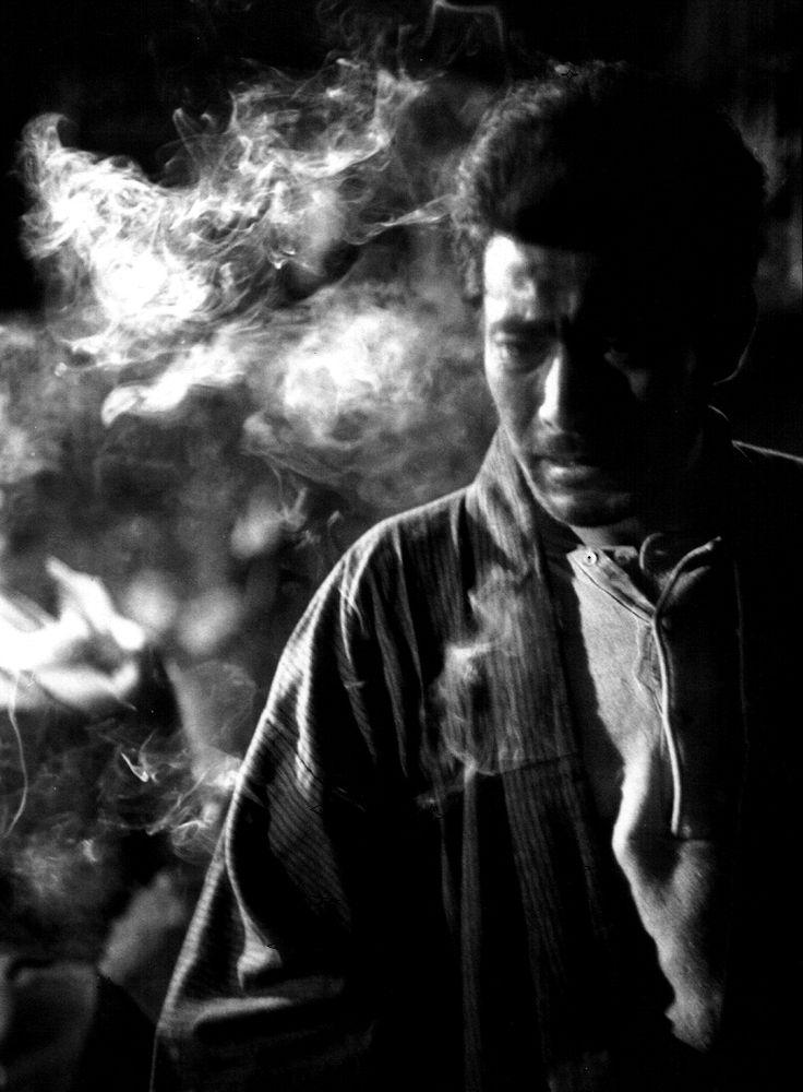 Toshiro Mifune in Keigo Kimura's Bijo to touzoku (1952) Photographer: Werner Bischof