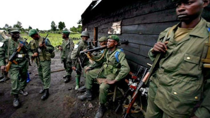 L'Angola condamne «la violence récurrente» en République démocratique du Congo et appelle la classe politique, réunie en ce moment autour de l'Eglise catholique, à «préserver la paix», a déclaré le ministre des Affaires étrangères, Georges Chikoti, lors de son discours de fin d'année ... Ces militaires angolais étaient en RDC pour former les forces de sécurité. Une coopération de longue date destinée principalement à la garde républicaine et à la police, deux corps particulièrement ép...
